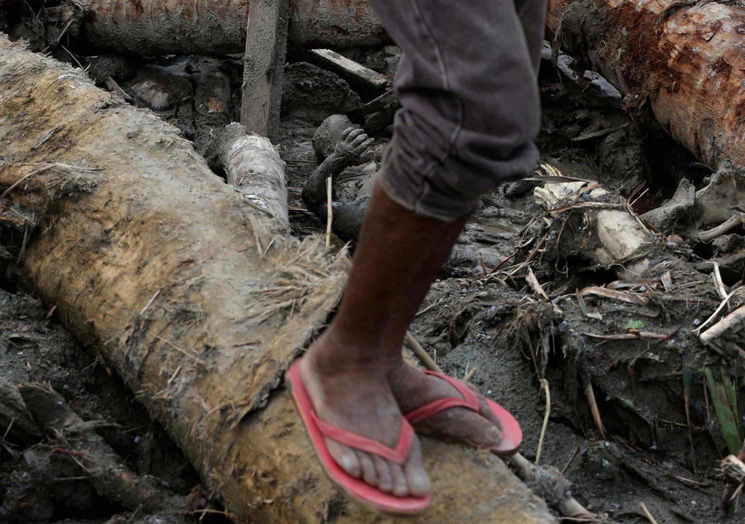 останки жертв наводнения, фото
