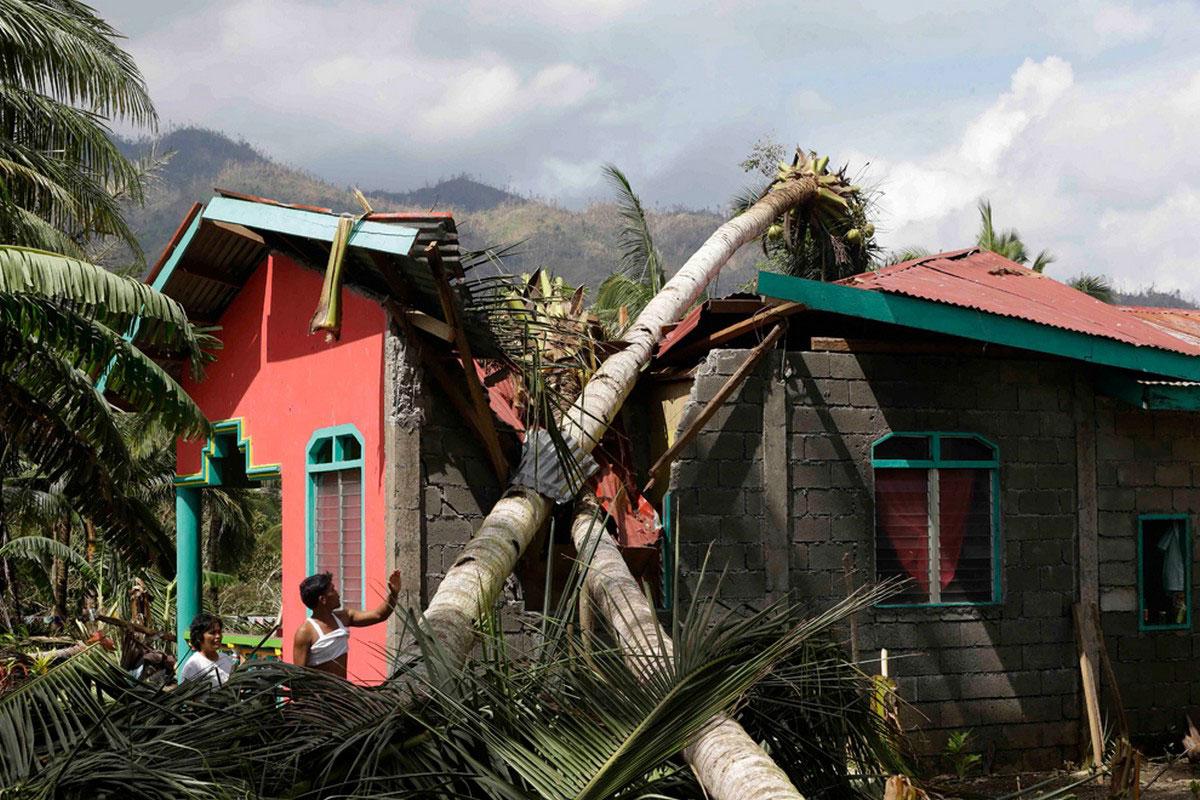 тайфун Бофа разрушил поселки на Филиппинах, авто