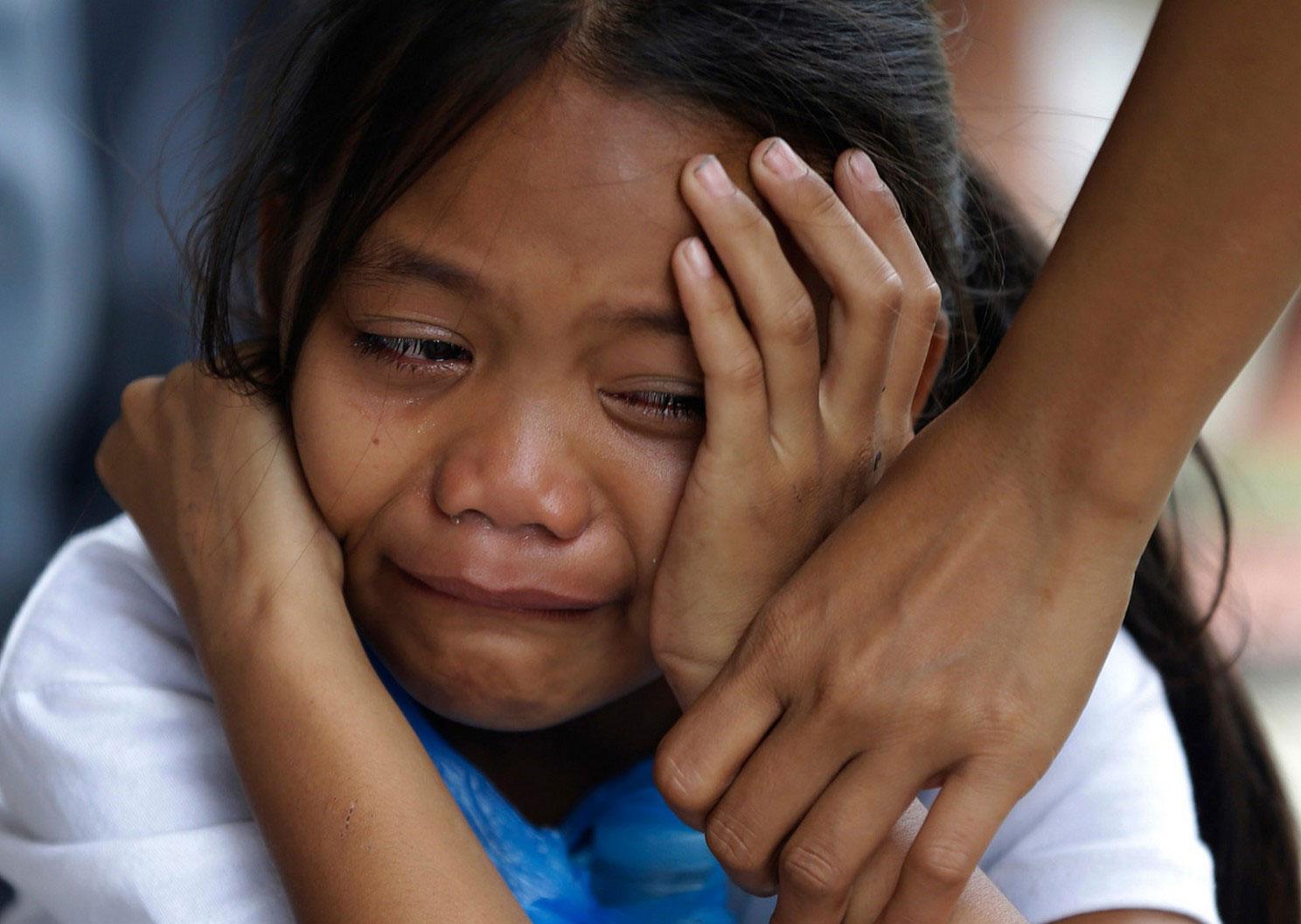 плач ребенка на похоронах, фото