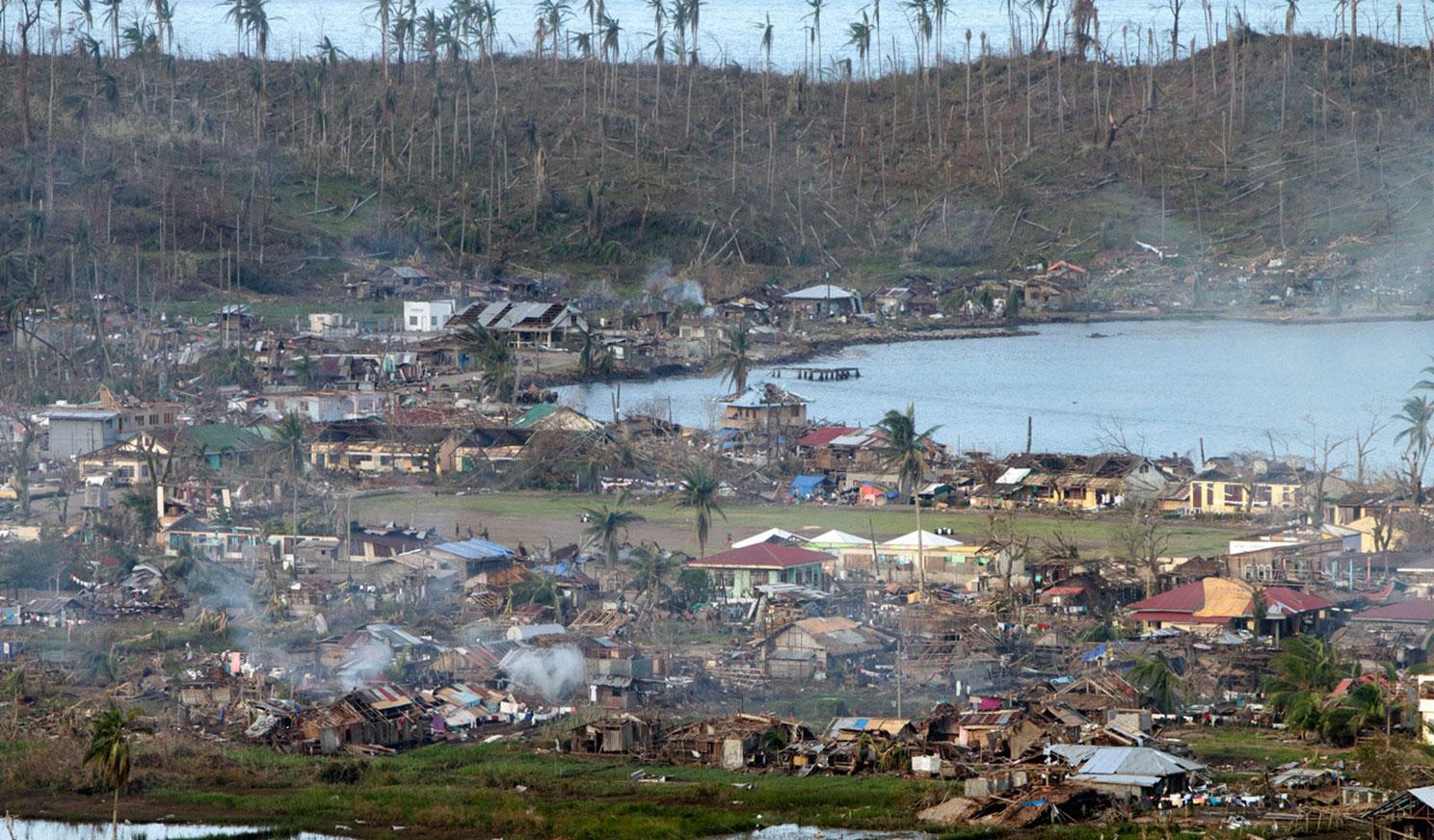 разрушения на прибрежных районах после тайфуна