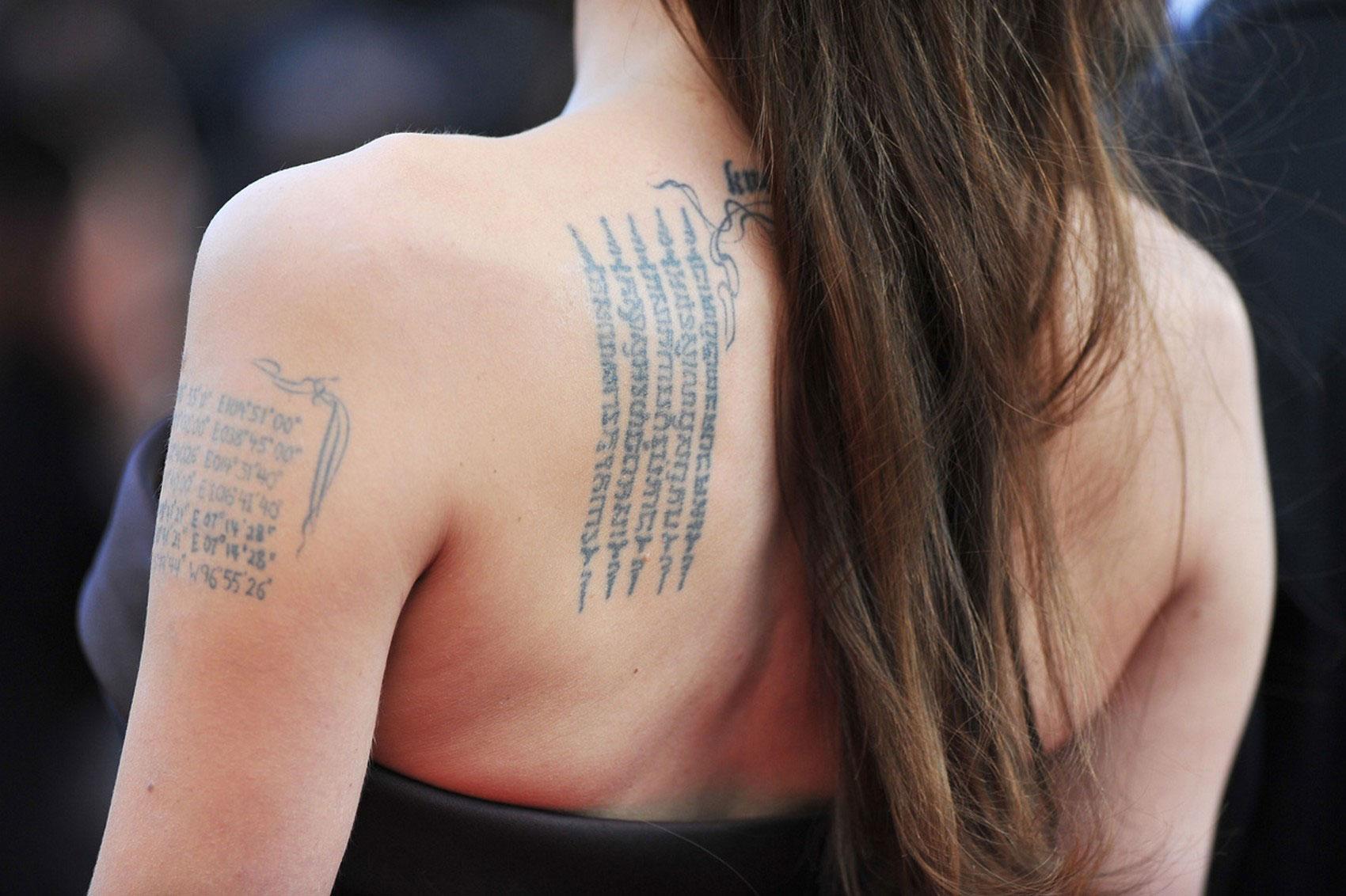Анджелина Джоли, фото татуировки