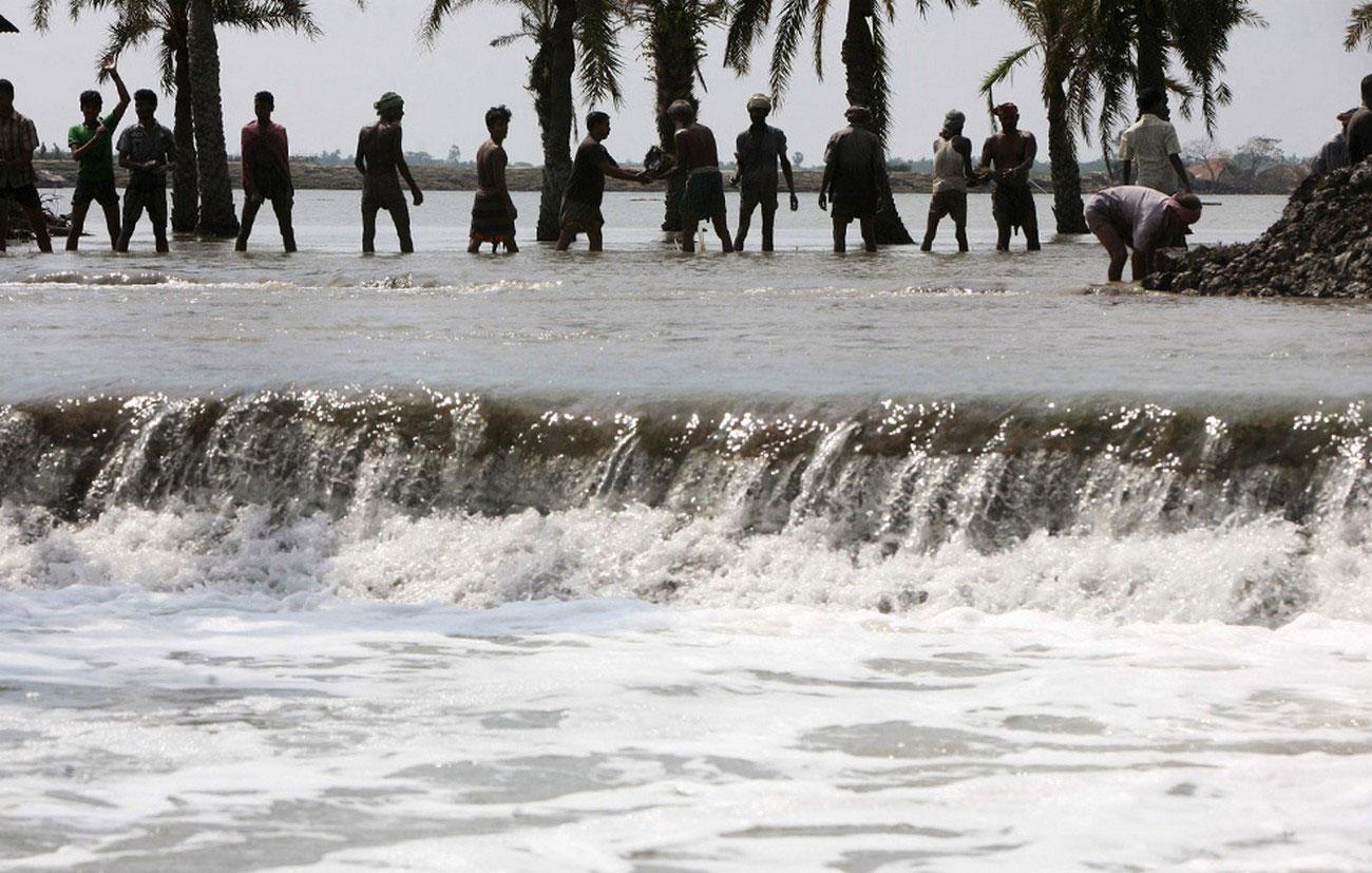 паводковые воды после прошедшего циклона в Индии