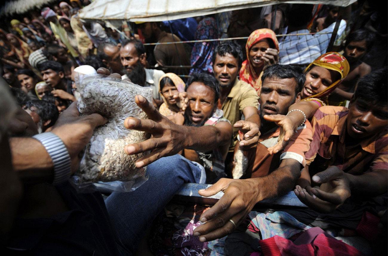 Беженцы получают продовольственную помощь, фото