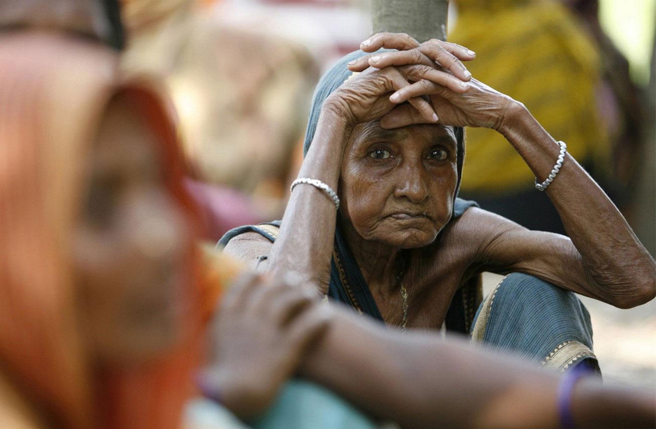 пожилая женщина послу урагана Айла