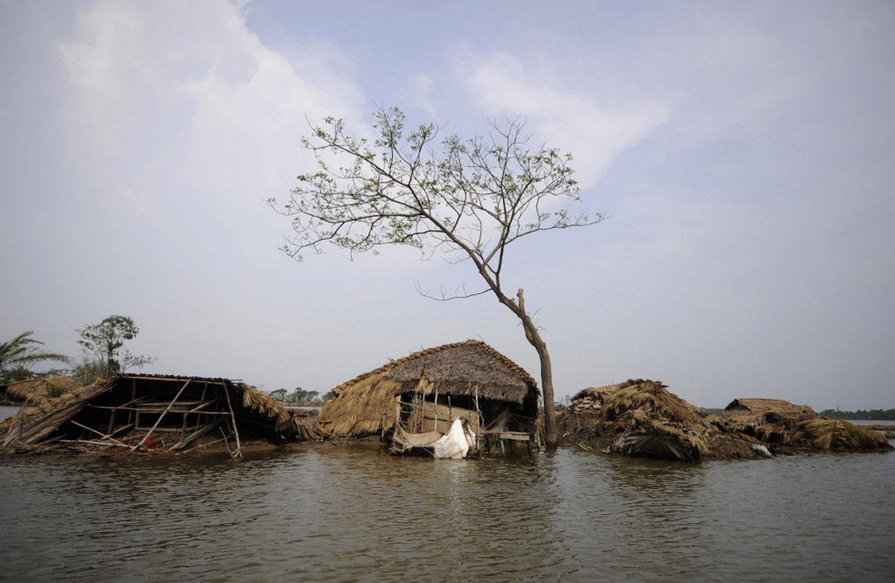 разрушенные наводнением дома, фото