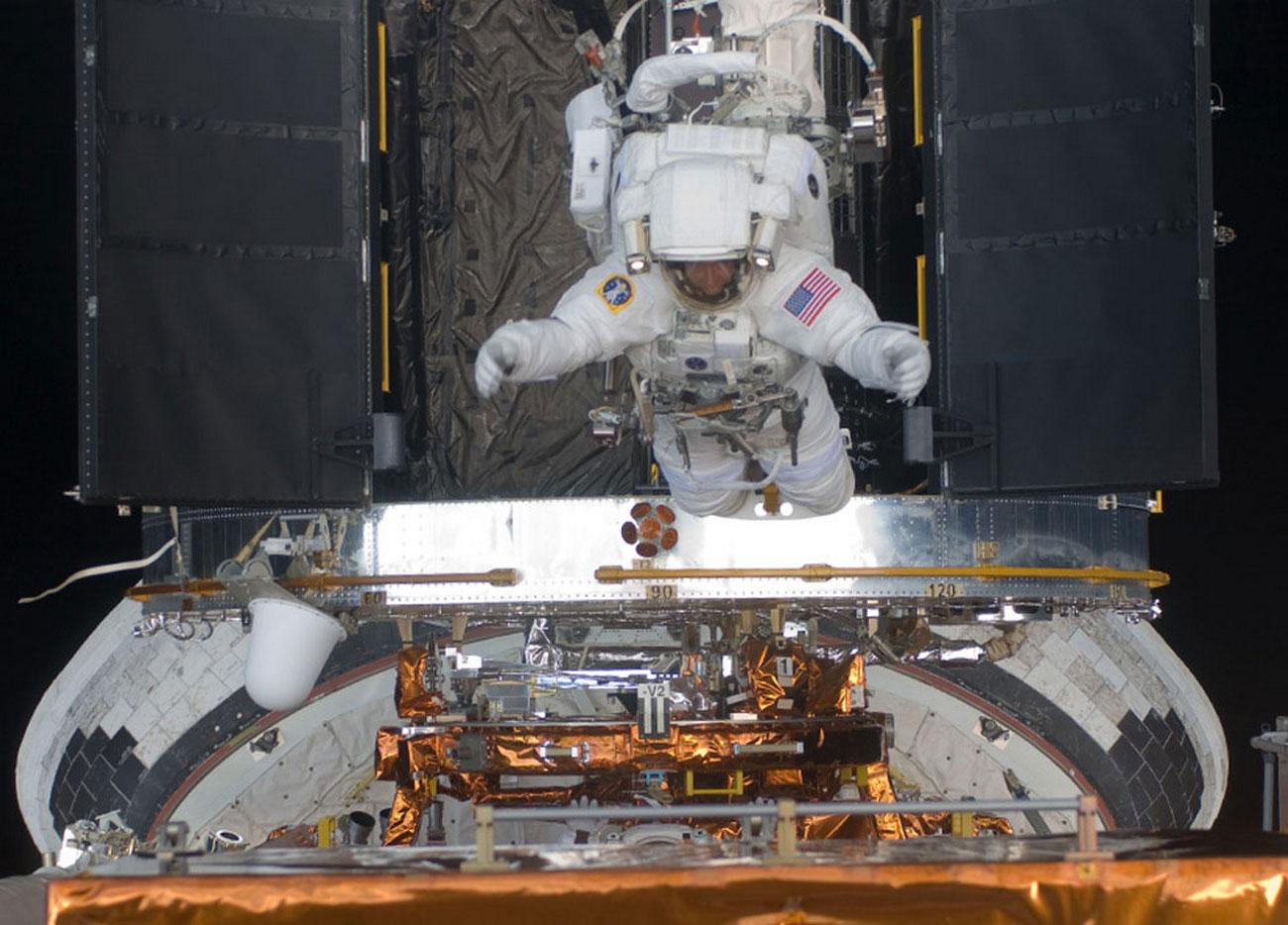модернизация телескопа Хаббл в открытом космосе