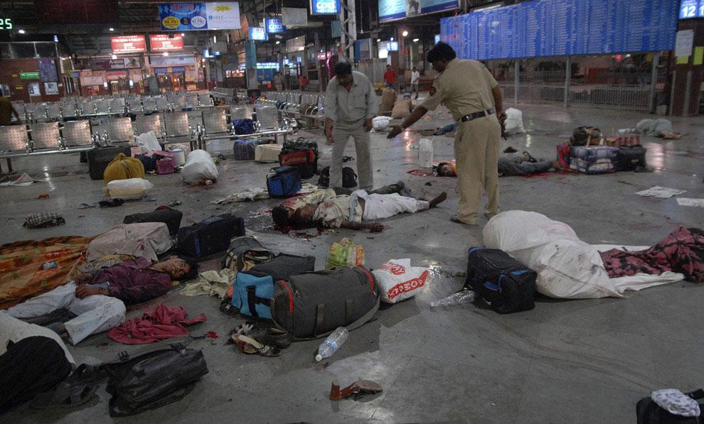 террористы на вокзале, Индия, фото