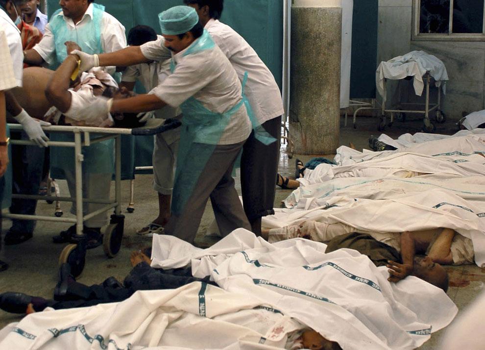 жертвы террористических атак в Мумбаи, Индия, фото