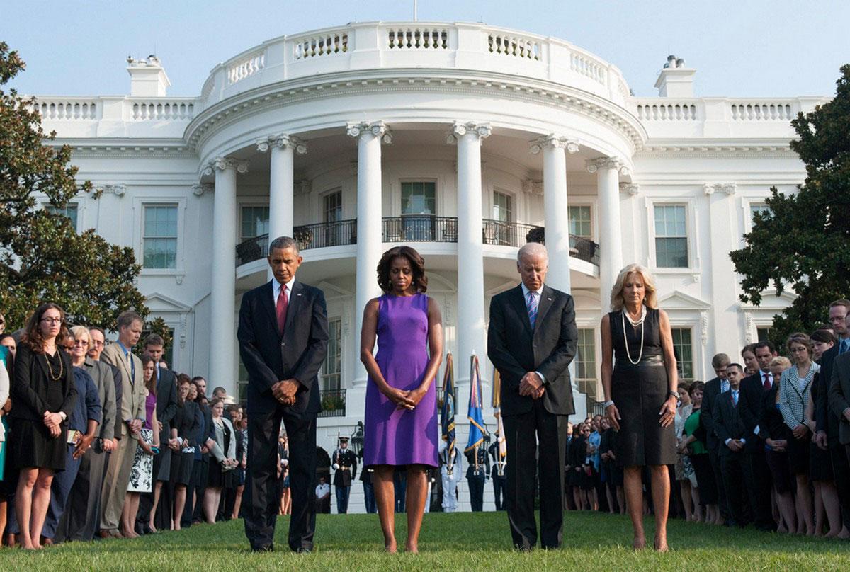 президент с женой на южной лужайке Белого дома