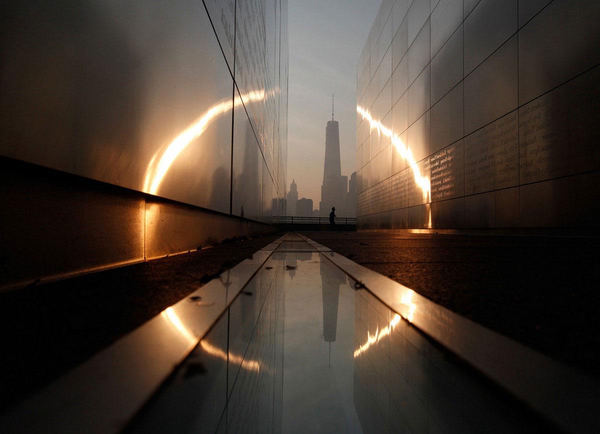 Всемирный торговый центр на рассвете