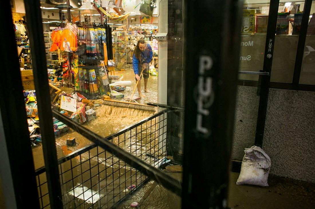 затопленный магазин