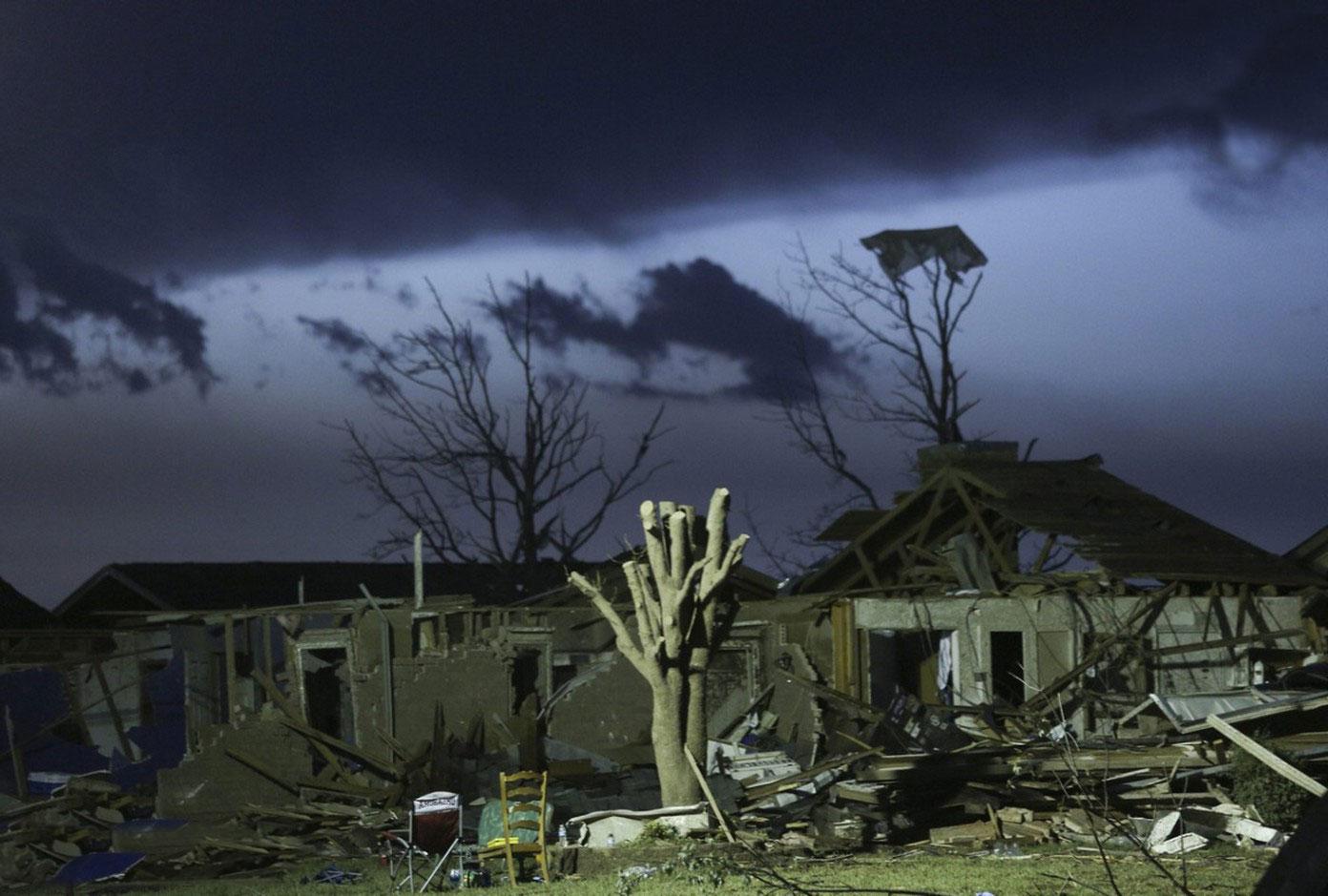смерч снес крыши домов