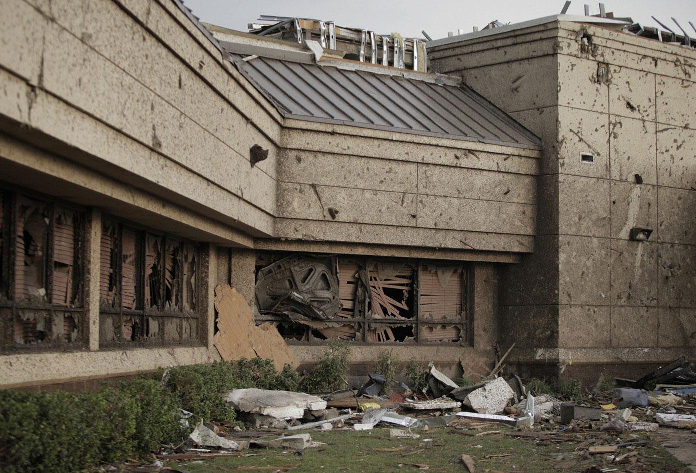 разрушения у медицинского центра в США