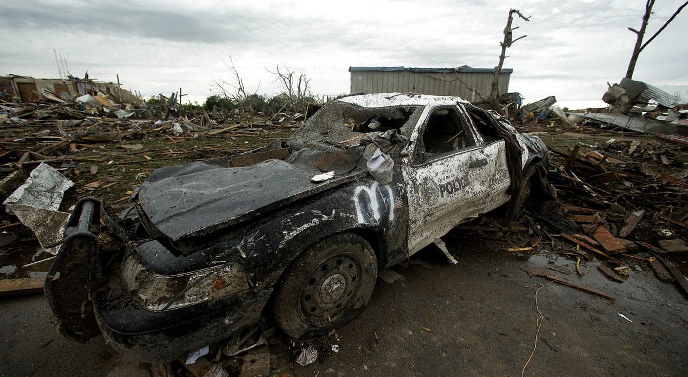 Разбитый полицейский автомобиль