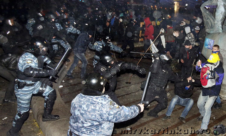 Массовые столкновения с отрядами полиции