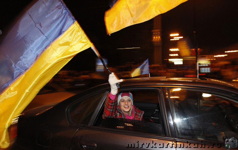 девушка с флагом