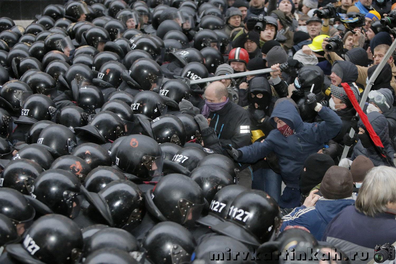 митингующие на площади