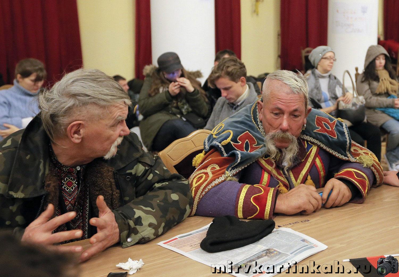 люди в здании Киевского городского совета