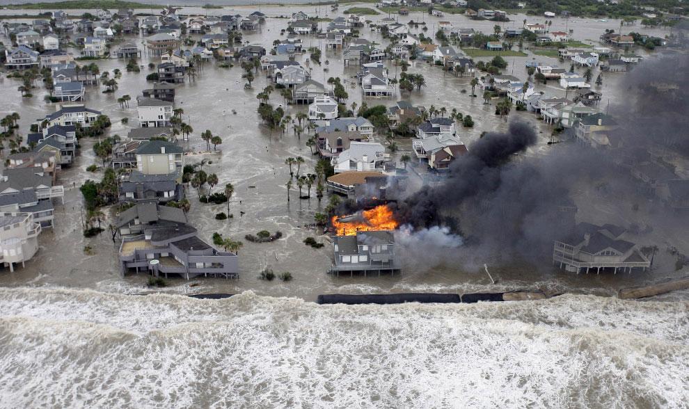 шторм на остове Галвестон, США, фото