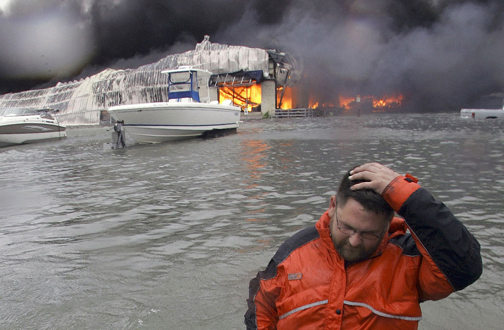 затопленные и горящие здания, США, фото