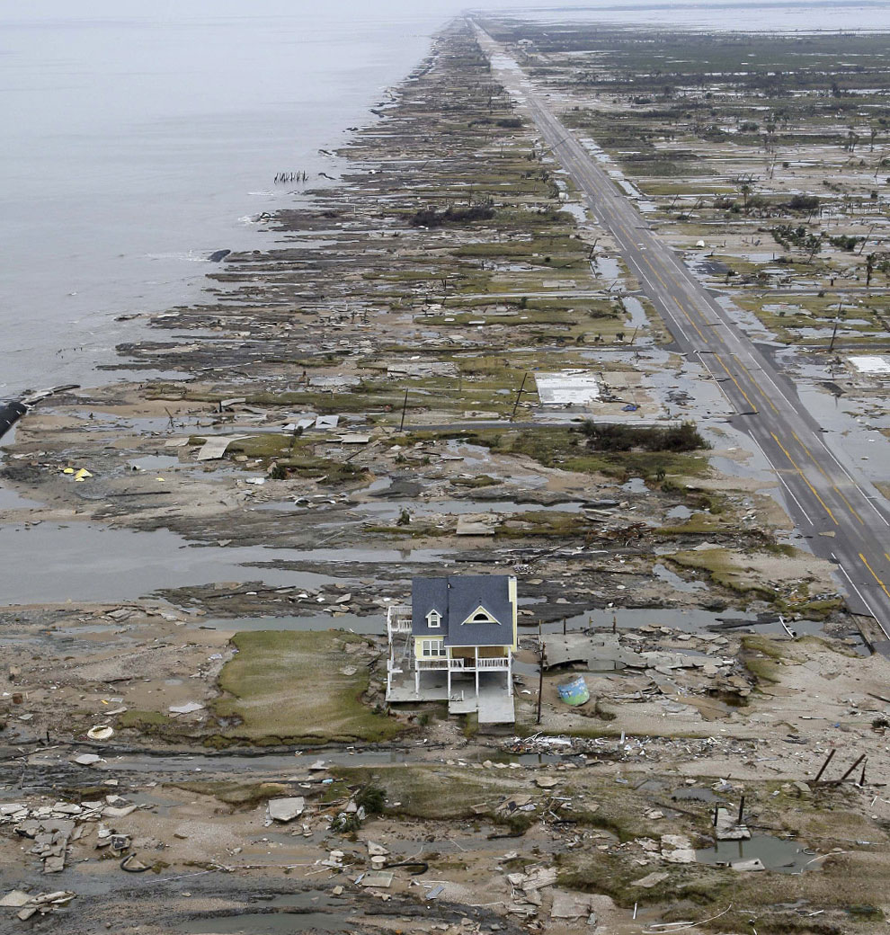 разрушения зданий ураганом Айк, США, фото