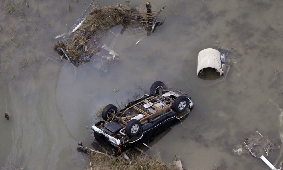 перевернутый ураганом айк автомобиль, США, фото