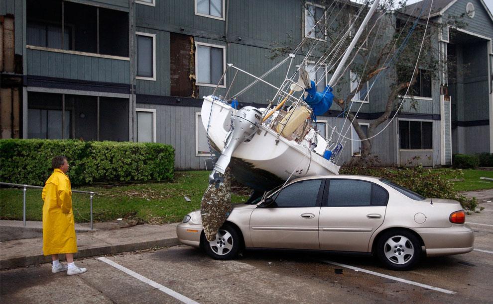 ущерб в жилом комплексе после наводнения, США, фото