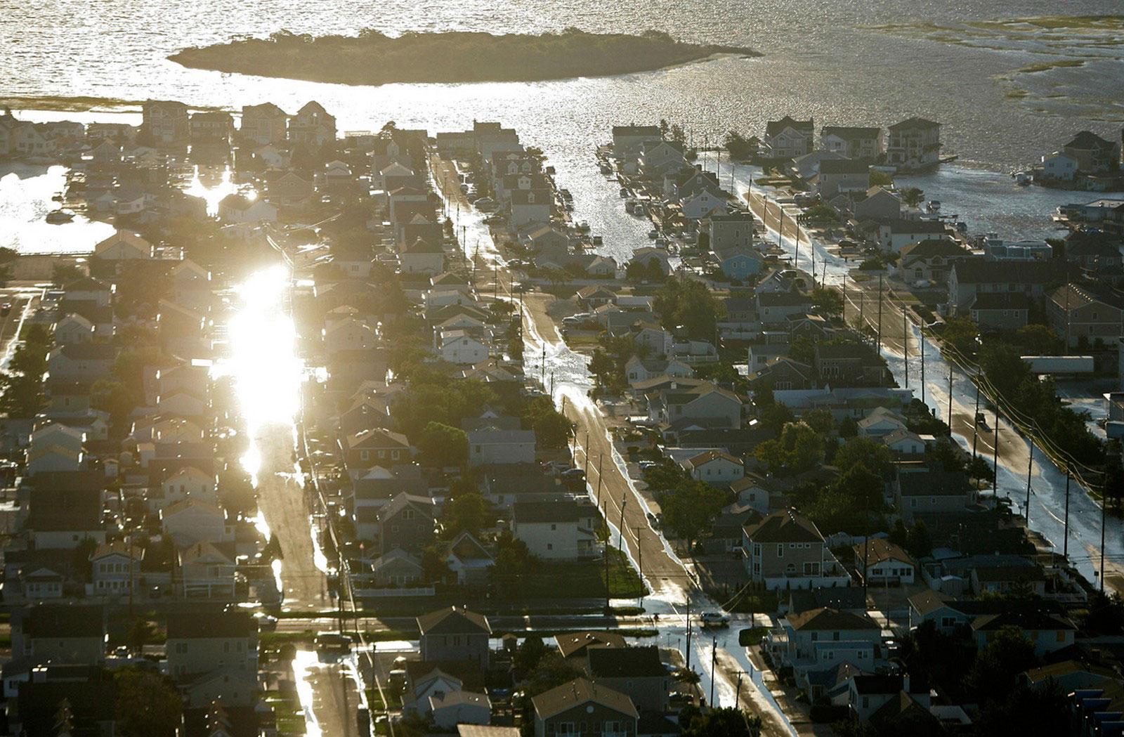Полузатопленные улицы Лонг-Бич Айленд