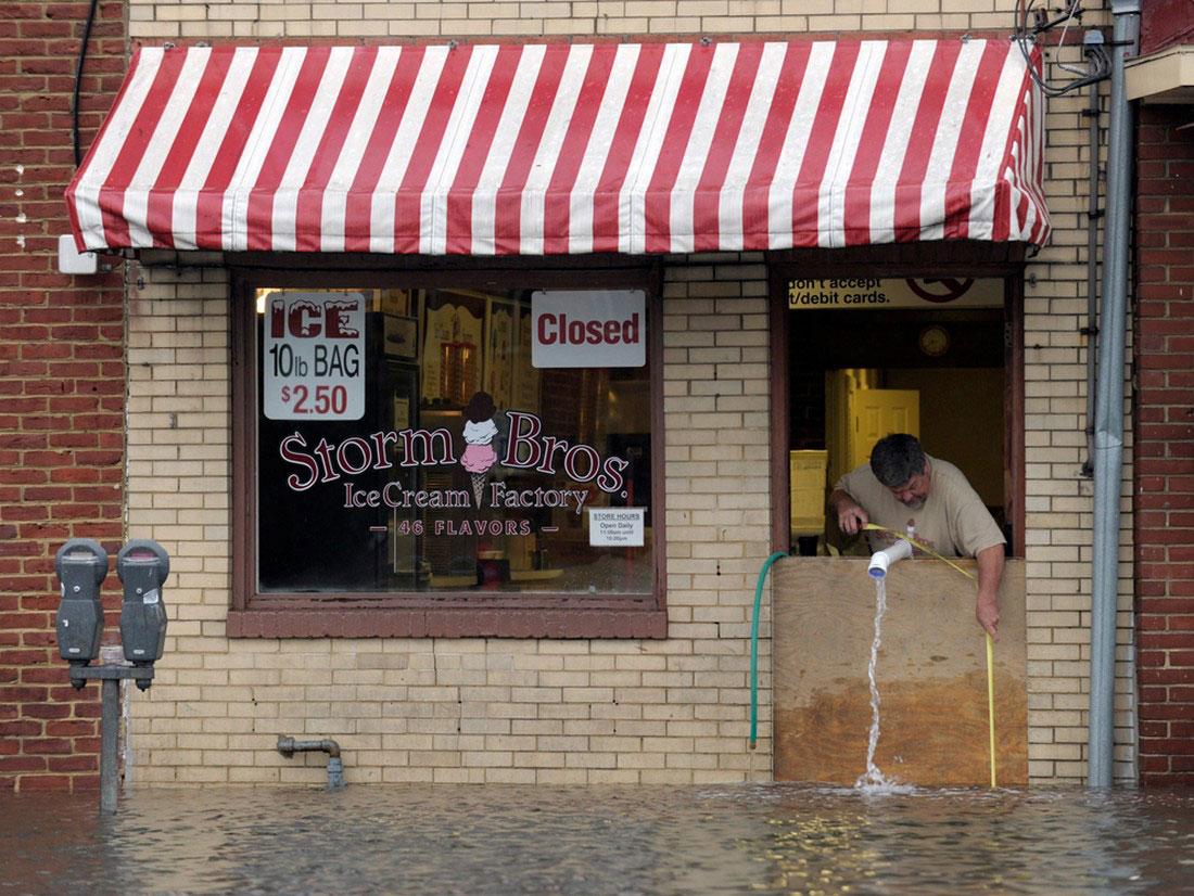 наводнение в магазине, фото урагана Сэнди, Нью-Йорк