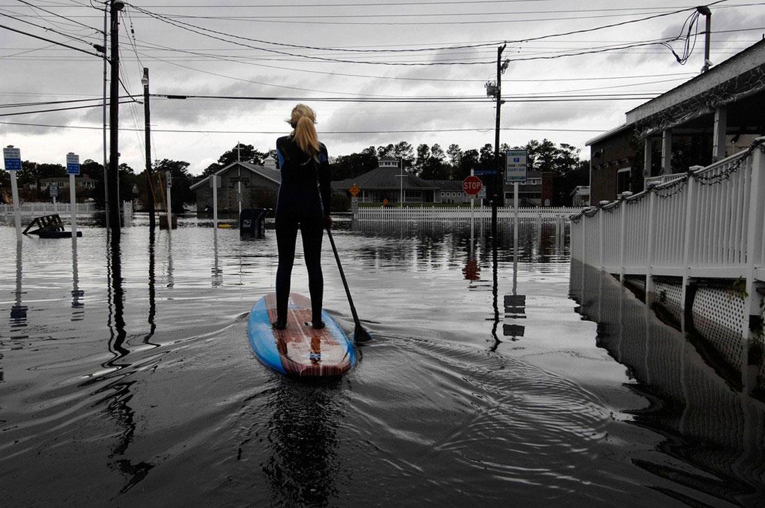 люди боролись с наводнением, фото урагана Сэнди в США