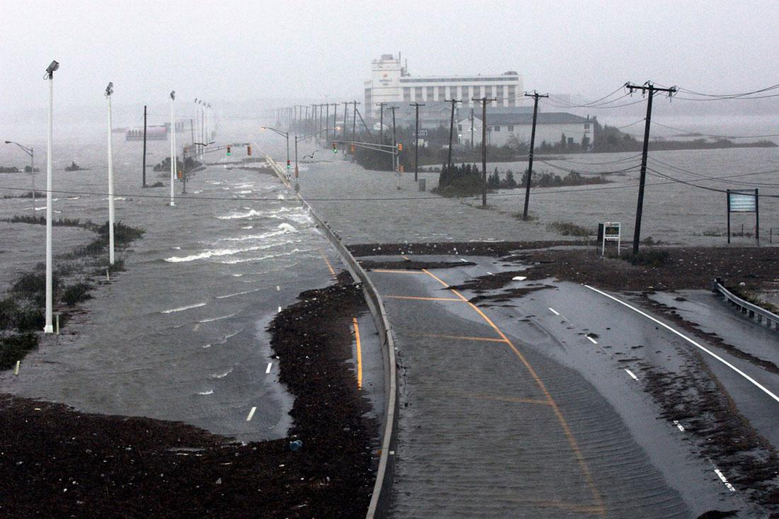 Затоплен один из трех основных подъездов к Атлантик-Сити, фото урагана Сэнди в США