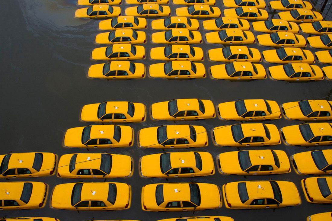 такси затоплены, фото урагана Сэнди в США