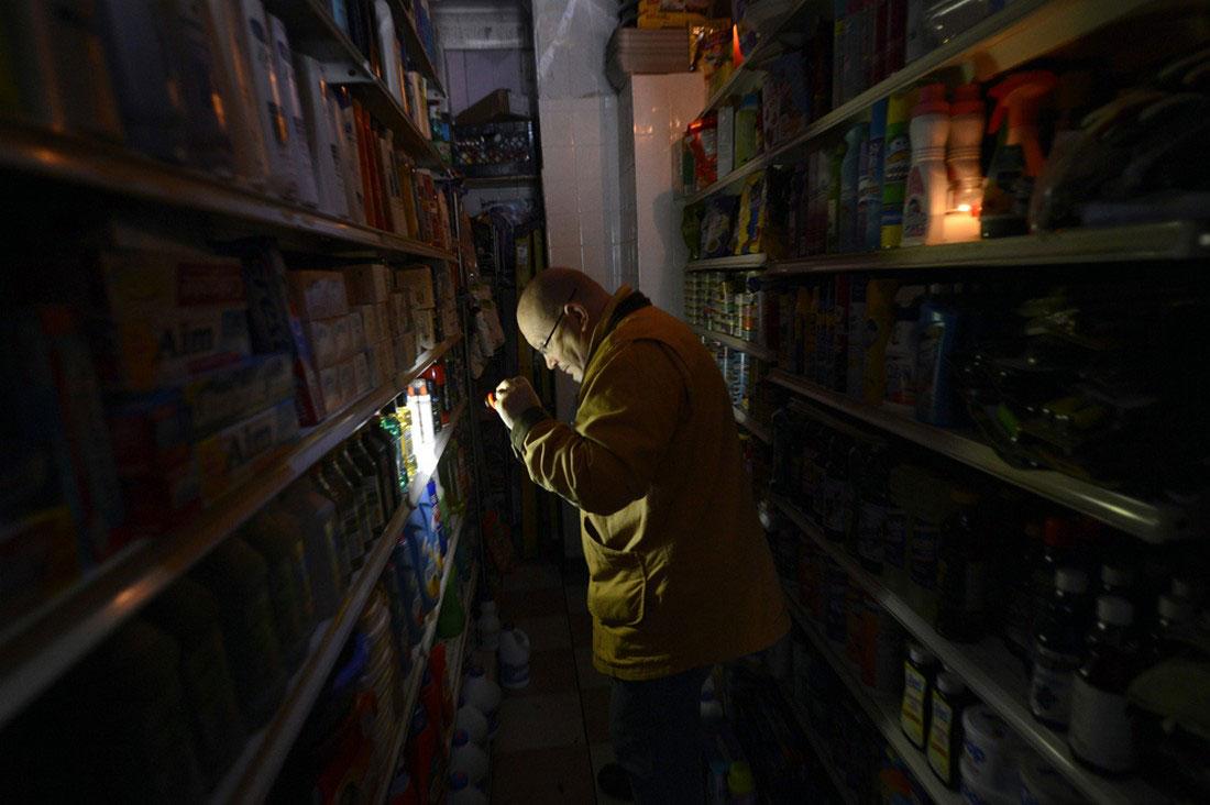 магазин без электричества, фото стихийного бедствия в Нью-Йорке