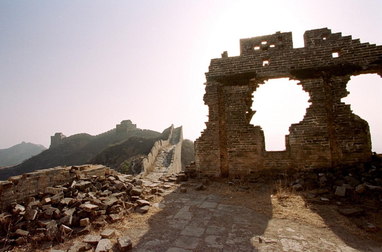 Полуразрушенная часть стены Китая, фото
