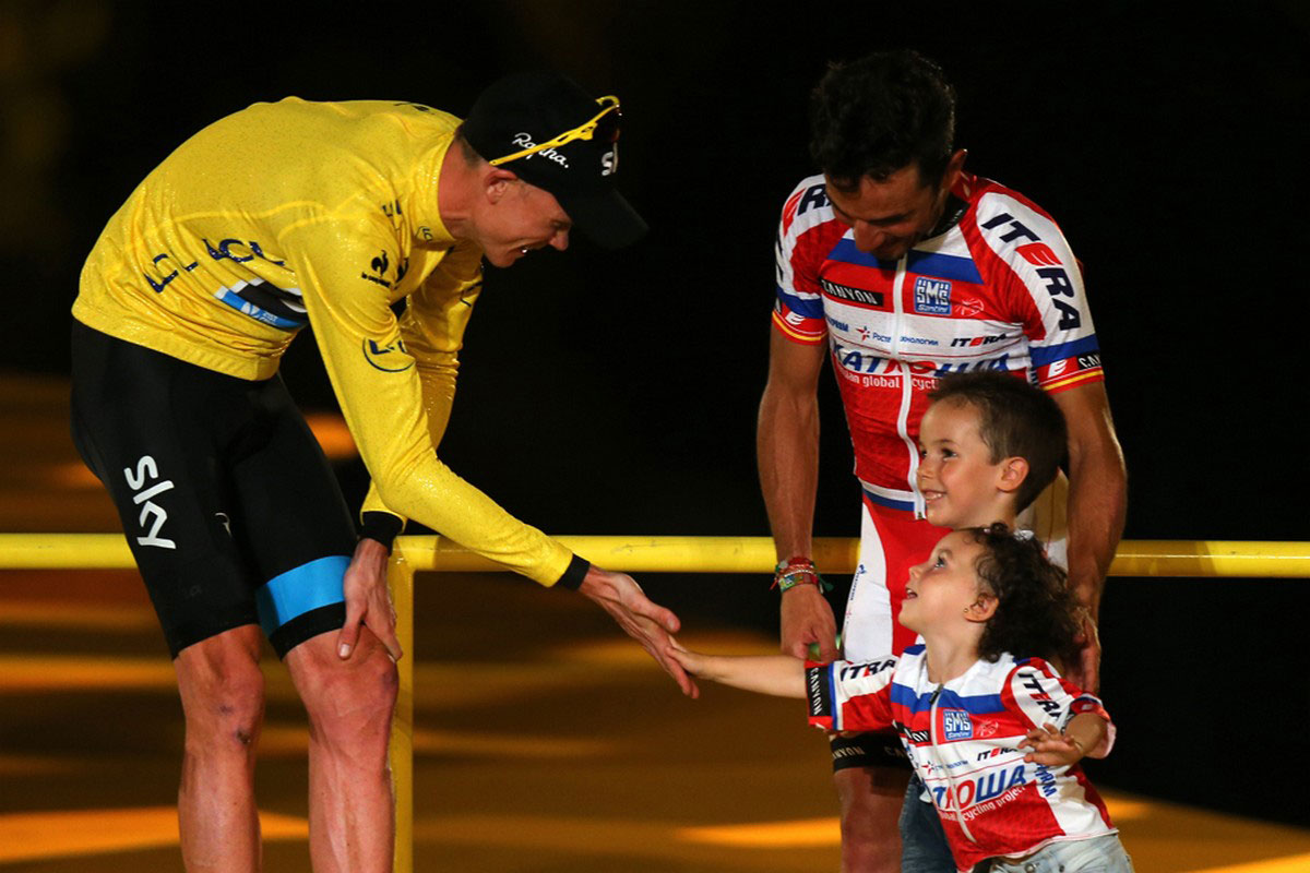 Крис Фрум на общается с детьми