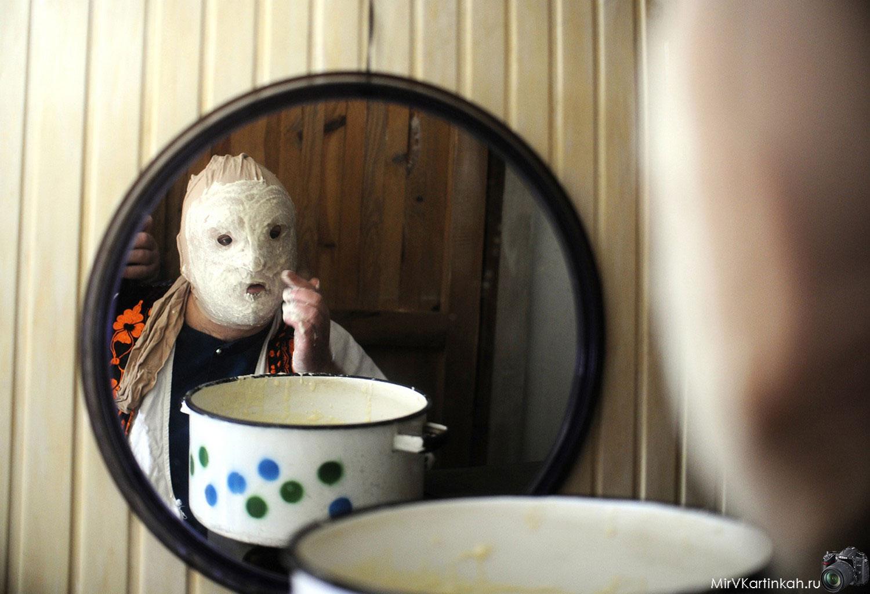 накладывание на лицо маски