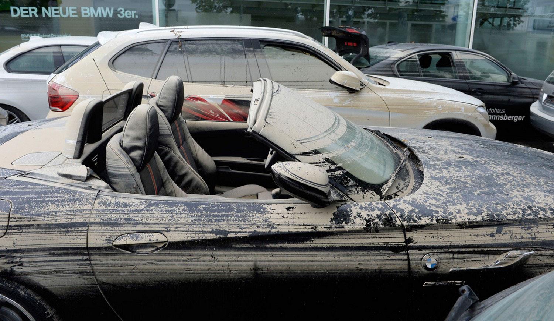Автомобили в паводковых водах