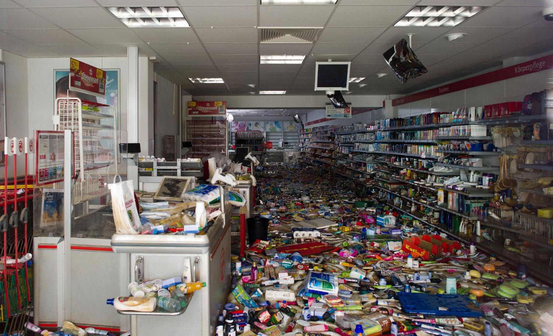 Поврежденная наводнением аптека