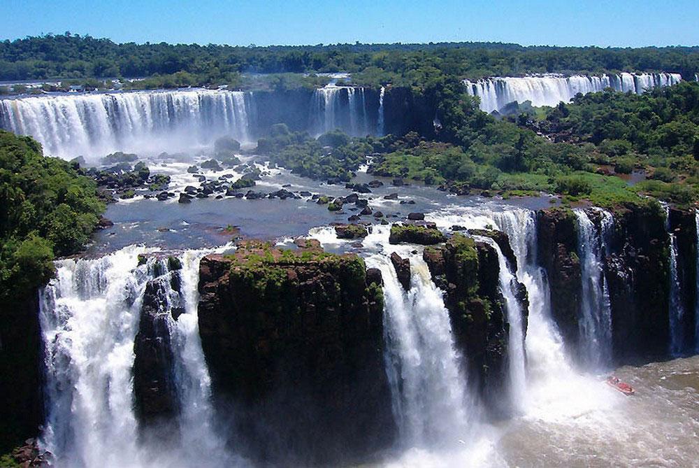 множество отдельных водопадов, фото