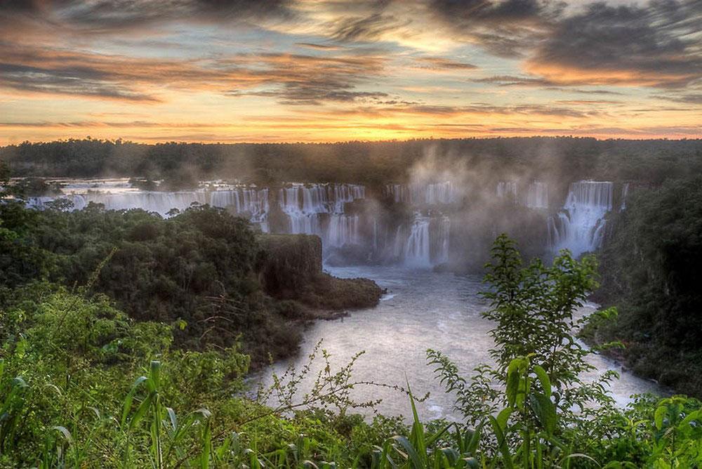 водопад Игуасу на закате
