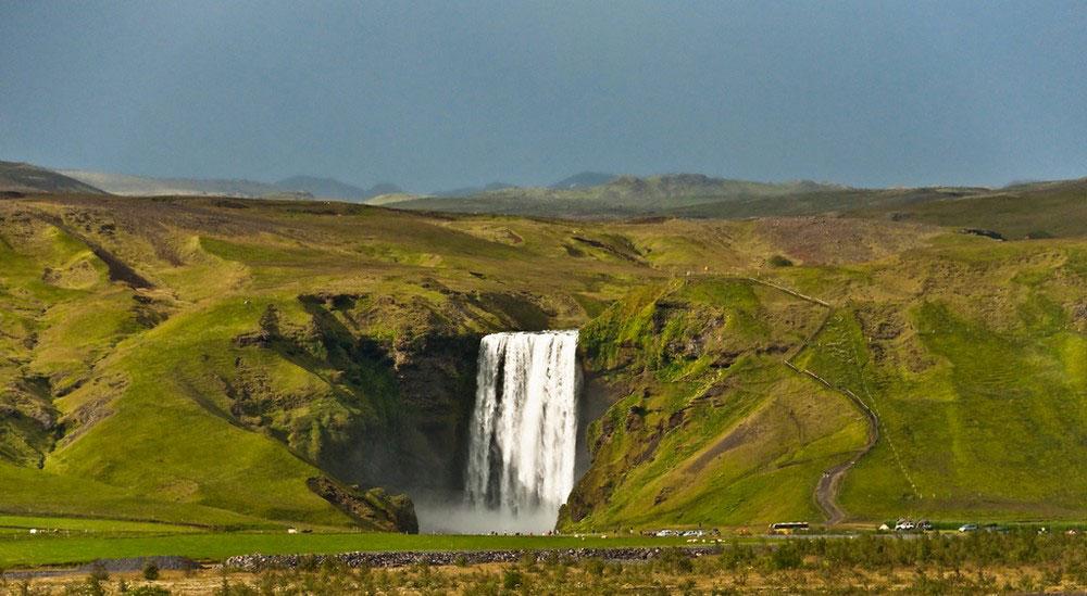 туристическая тропа к воде