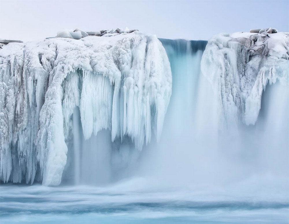 Замерзший водопад Годафосс