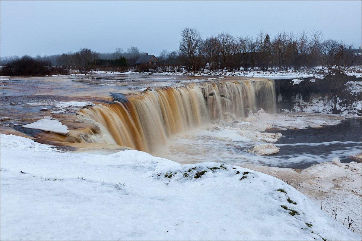 Замерзшие водопады в национальном