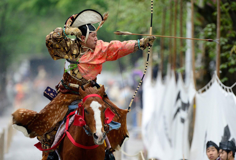 самурай верхом на лошади
