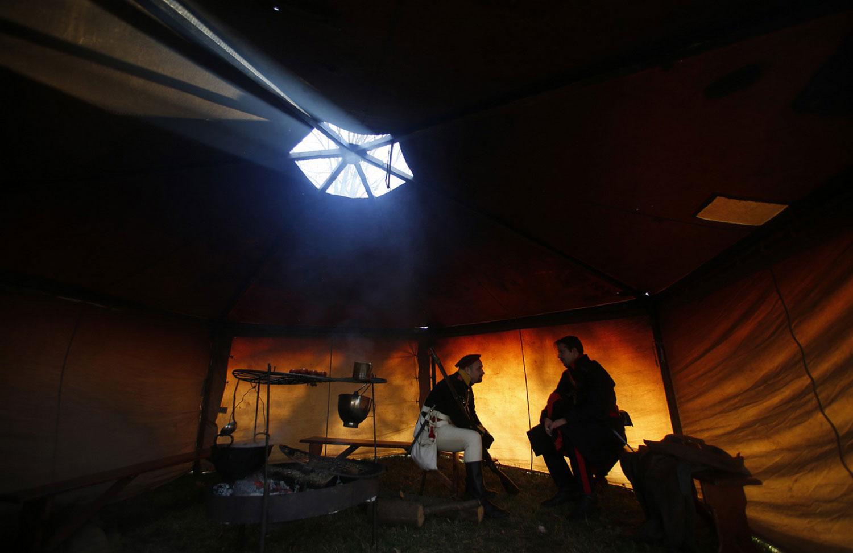Солдаты в палатке