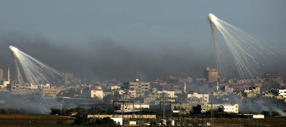 взрывы над городом, фото