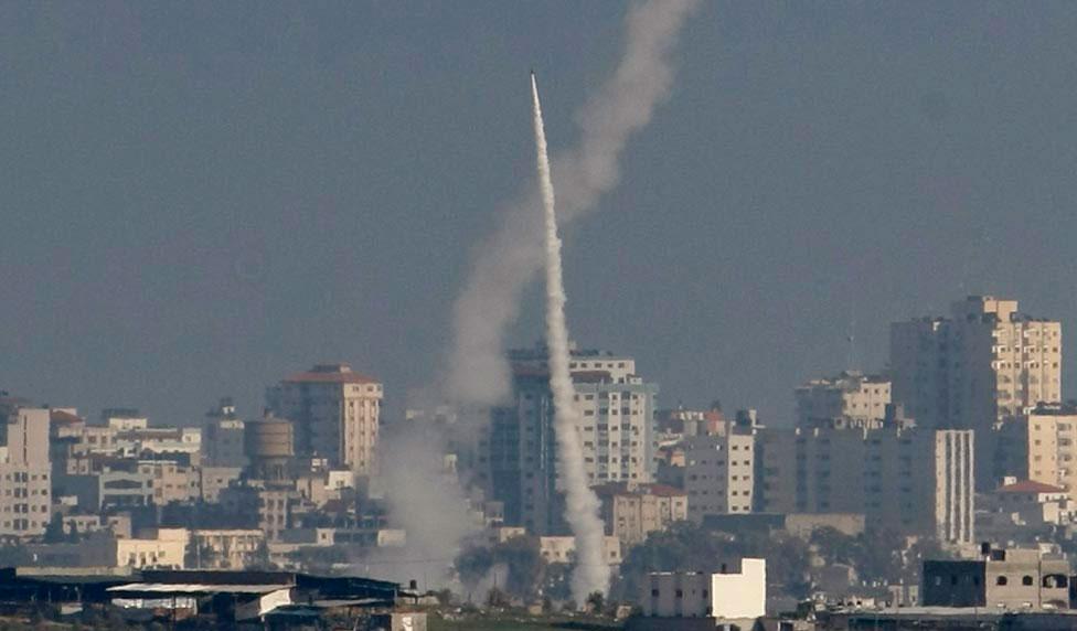 Ракета, выпущенная палестинскими боевиками, фото