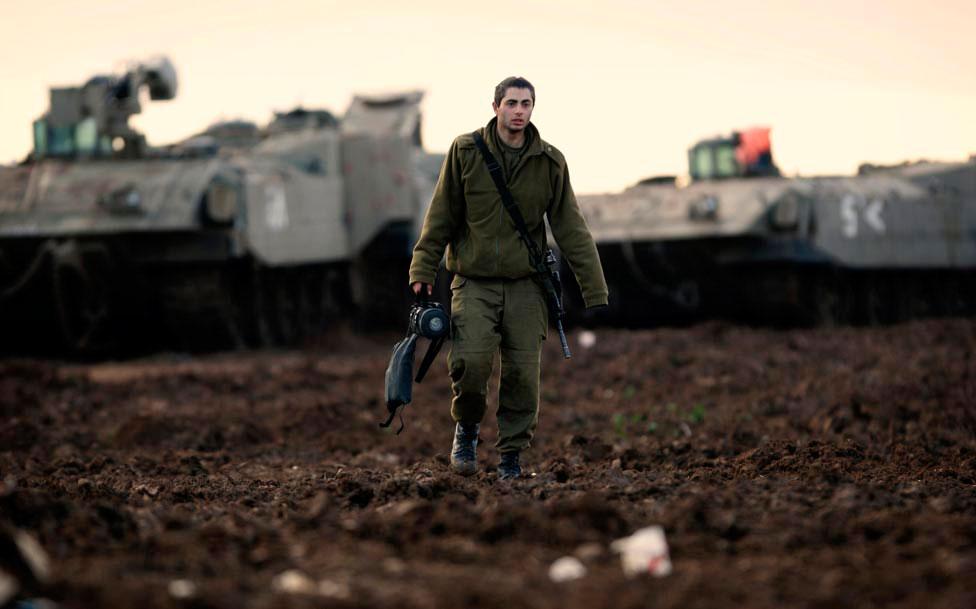 Израильский солдат на позиции, фото