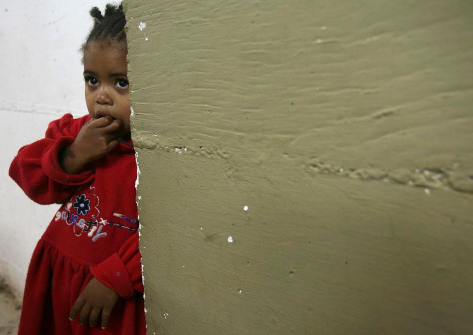 эфиопская иммигрантка в бомбоубежище, фото