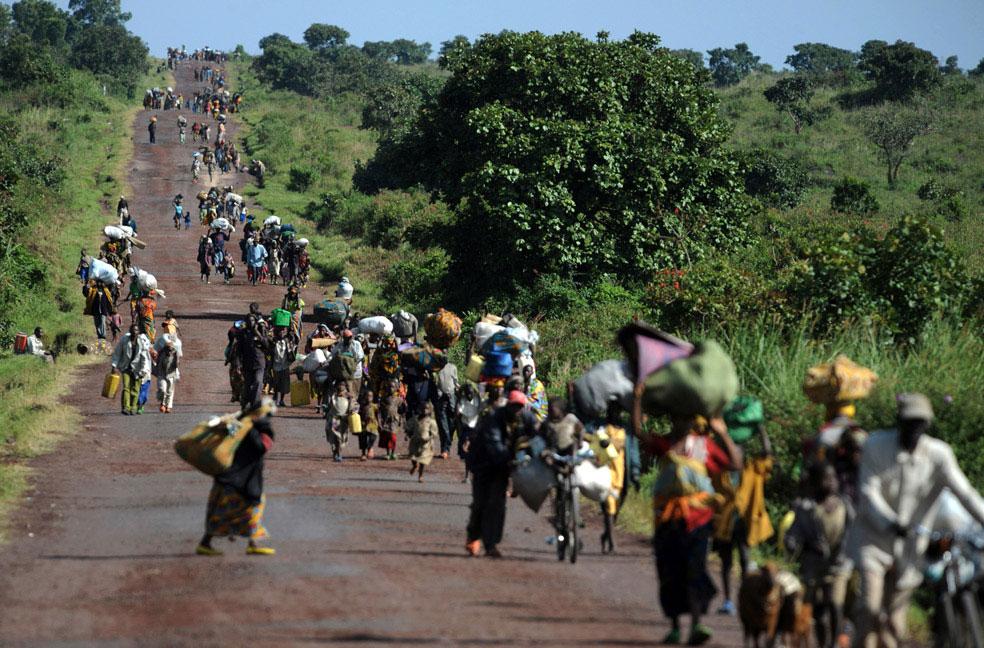 жители покидают дома, Конго, фото